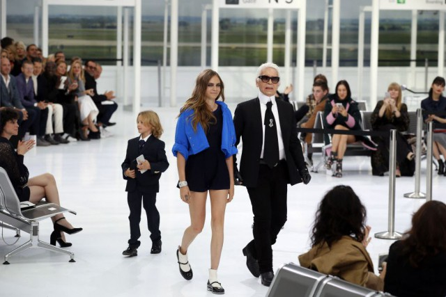 Paris Fashion Week : CHANEL AIRLINES
