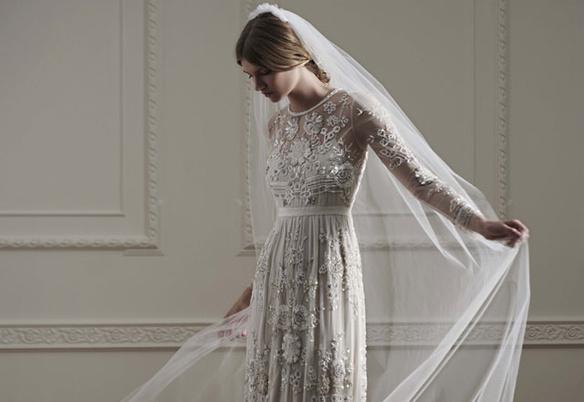 Net-a-Porter dévoile une collection capsule réalisée par la marque Needle & Thread sur son site de mode de luxe en ligne