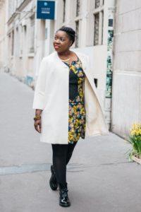 Robe courte ethnique et veste écrue