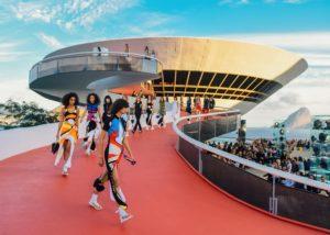 En images : revivez le défilé Louis Vuitton Croisière 2017