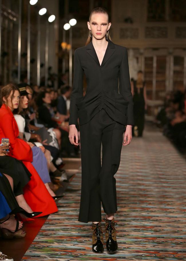 En images : revivez le défilé Dior Croisière au Blenheim Palace