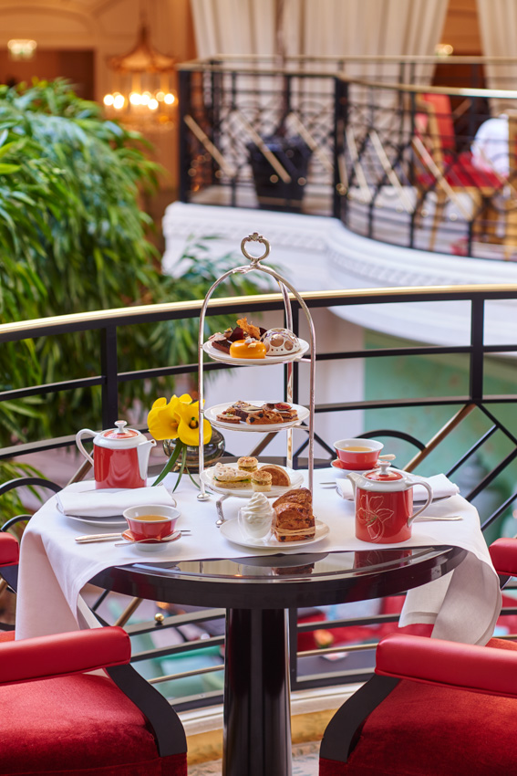 L'afternoon tea  dans 4 un palace parisien