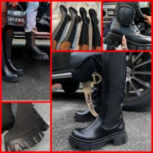 La paire de boots semelle crantée