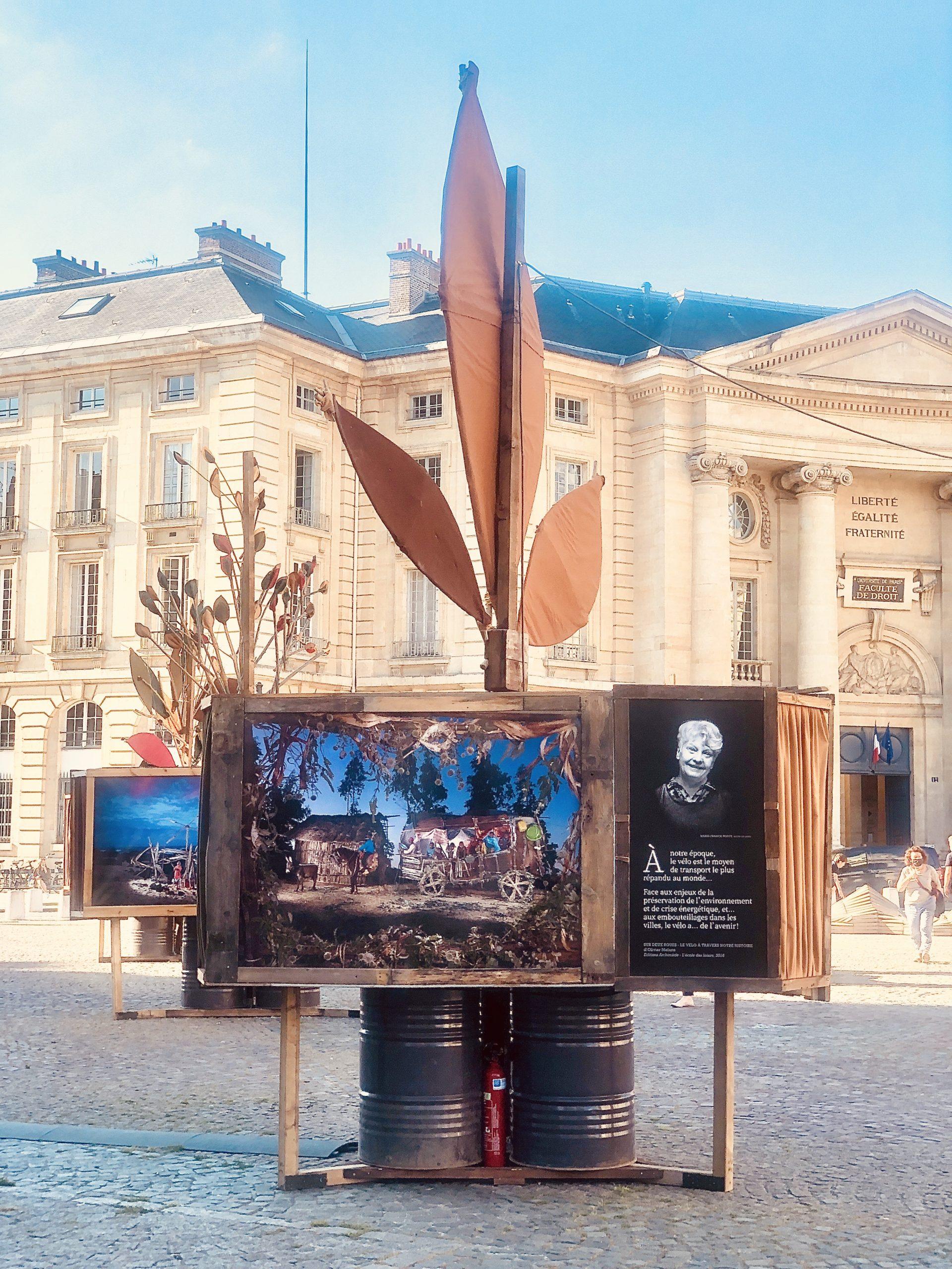 Un peuple de lecteurs :  une exposition en plein air sur le parvis du Panthéon
