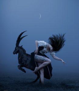 Pleine Lune Bleue en Verseau : Je décide de porter ma vérité avec amour et justice